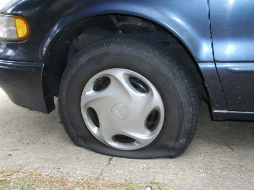 Tire For Less >> How To Fix A Flat Tire In Less Than 5 Minutes 9to5hacks
