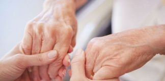 hands tremor parkinsons