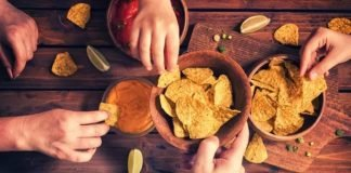 avoid mindless snacking how to
